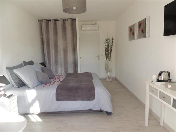 Chambres d 39 hotes du hourne saint pandelon compare deals for Chambre d hotes anglet