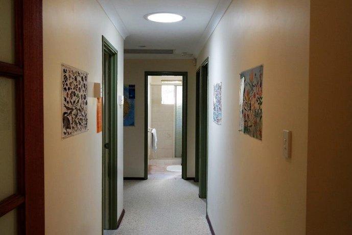 Eleebana Guest House, Perth - Compare Deals