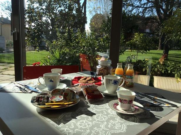 La veranda sul giardino corinaldo compare deals - Veranda in giardino ...