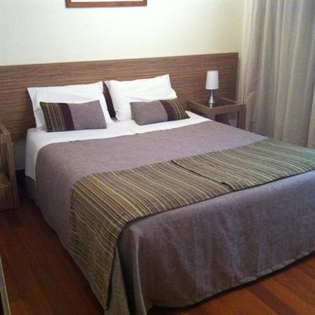 Hotel piso 3 santiago compare deals for Piso relax santiago