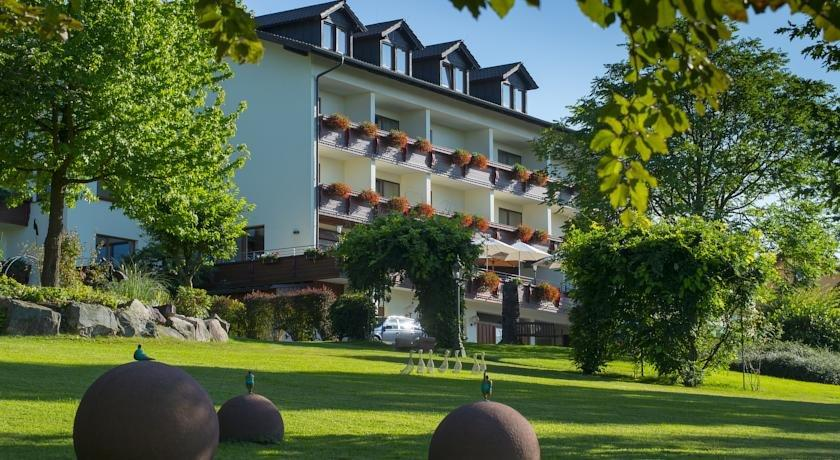 Hotel Schmitt Monchberg  Offerte In Corso. Hotel Watthof. Afon Gwyn Boutique B And B. Hesperia Finisterre Hotel. Myconian Imperial Resort & Thalasso Spa Center. Hotel Sandesh The Prince. Airlie Waterfront Bed And Breakfast Apartments. Wastlwirt Romantik Hotel And Spa. Hotel Balneario Termaeuropa Carlos III