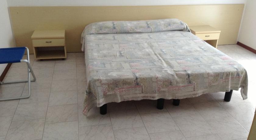 Albergo rio meubl lignano sabbiadoro lignano sabbiadoro for Albergo meuble abatjour