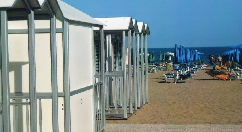 Rio meuble hotel lignano sabbiadoro compare deals for Hotel serena meuble grado