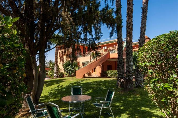 villa des trois golfs marrakech compare deals. Black Bedroom Furniture Sets. Home Design Ideas