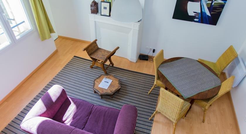 Maison d 39 hotes chambre en ville bordeaux compare deals for Bordeaux une chambre en ville