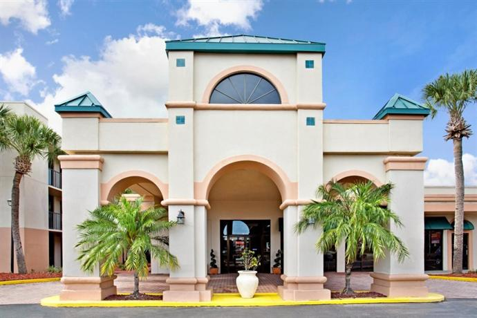 The Orlando Downtown Centroplex Travelodge by Wyndham is located in Central Orlando, just 1 miles from the Amway Center. This hotel features an on-site restaurant and an outdoor pool for guests. This hotel features an on-site restaurant and an outdoor pool for guests/10().