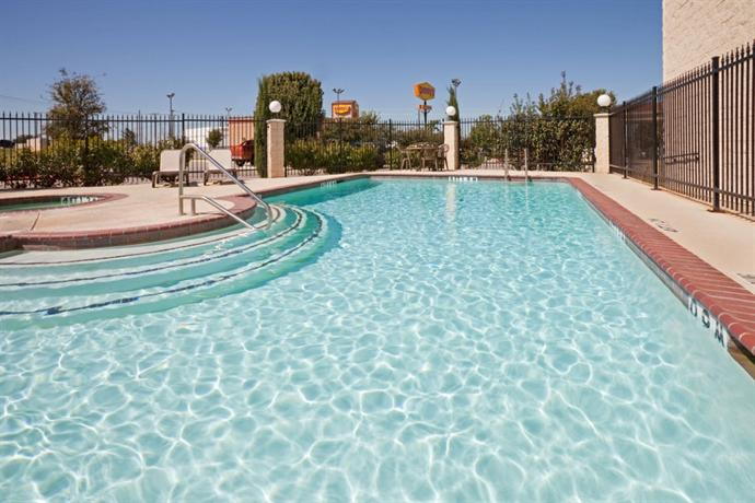 Holiday Inn Express Suites Lake Worth Nw Loop 820 Fort Worth Compare Deals