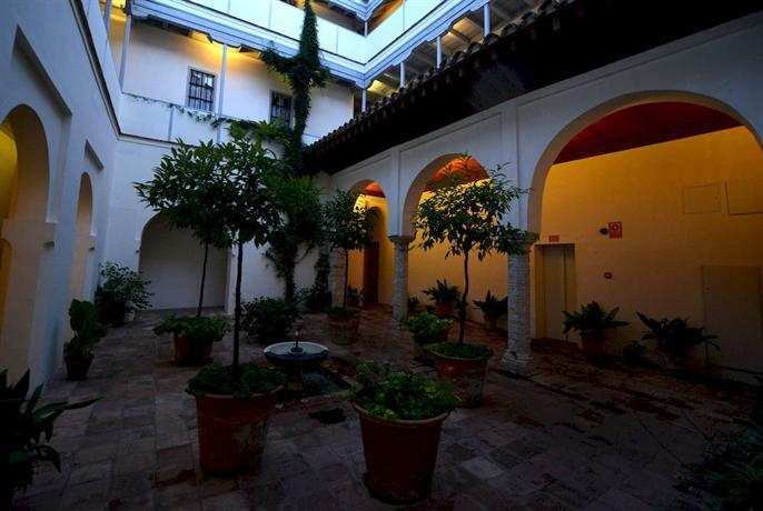 Las casas de la juderia de cordoba compare deals for Hotel casa de los azulejos cordoba espana