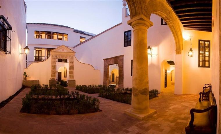 Las casas de la juderia de cordoba compare deals for Inmobiliarias cordoba