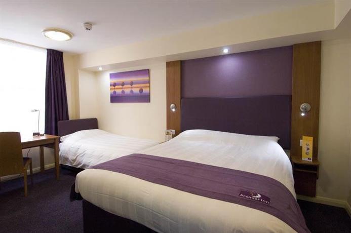 Premier inn victoria london compare deals for Premier inn family room