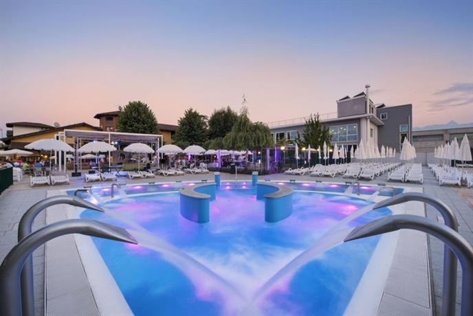 Hotel villa glicini san secondo di pinerolo compare deals for Designhotel turin