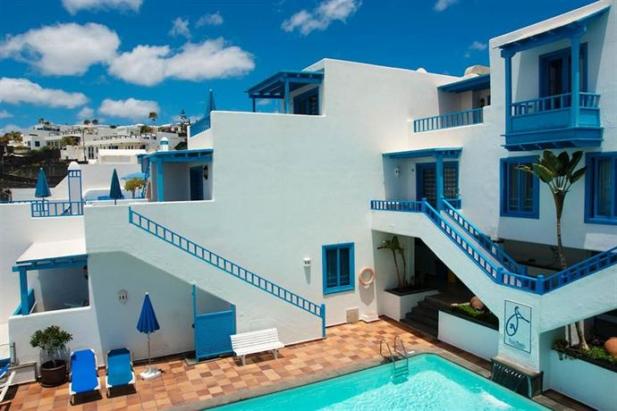 Apartamentos agua marina puerto del carmen compare deals for Apartamentos puerto marina