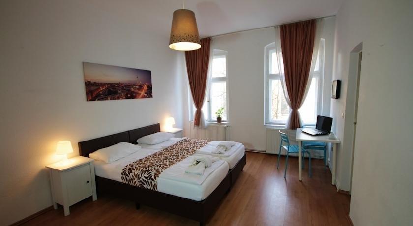 altstadt spandau berlin compare deals. Black Bedroom Furniture Sets. Home Design Ideas
