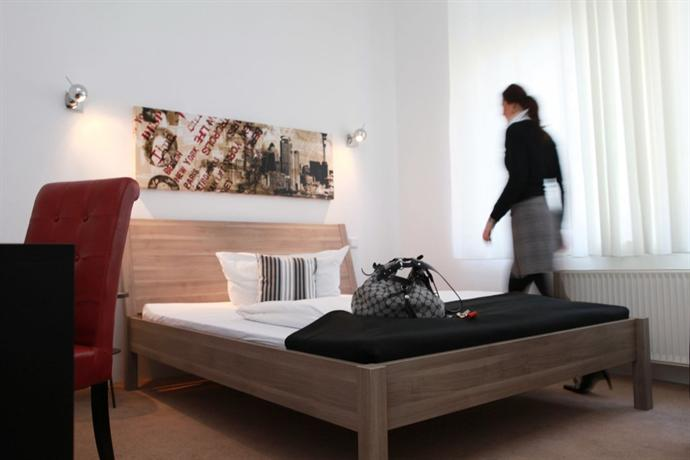 Hotel amical wuppertal compare deals for Amical hotel