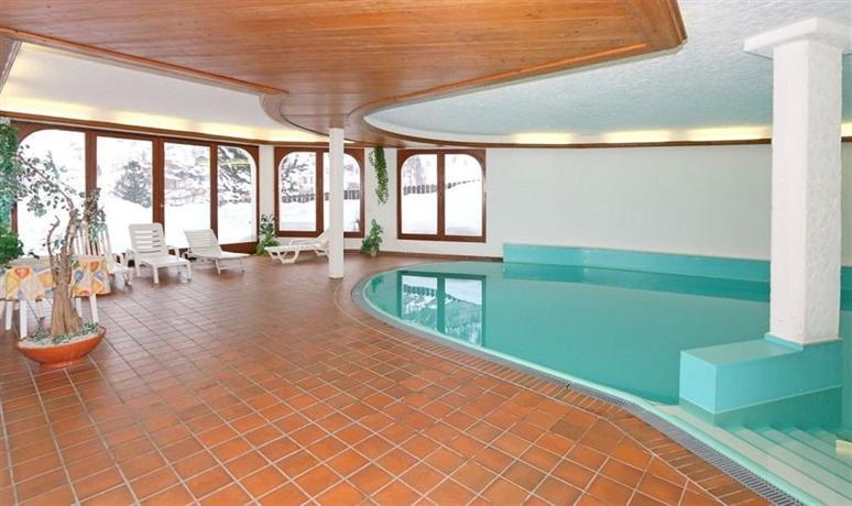 Hotel alpenroyal zermatt hotels zermatt for Piscine zermatt