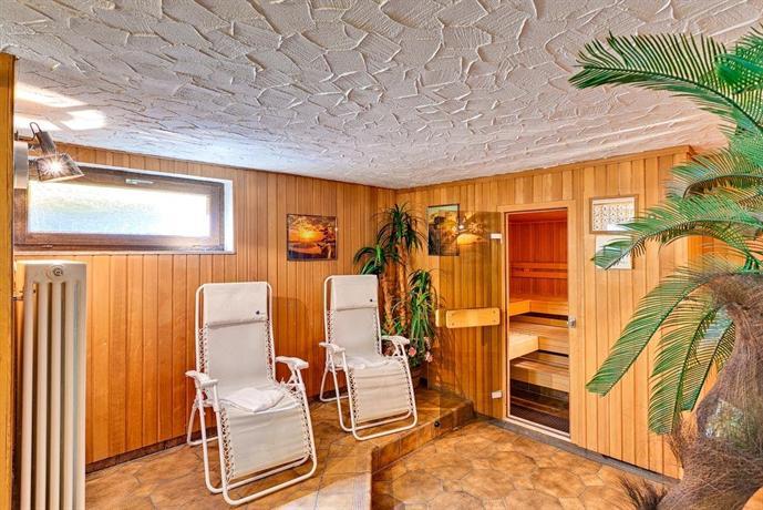hotel r merhof stuttgart die g nstigsten angebote. Black Bedroom Furniture Sets. Home Design Ideas