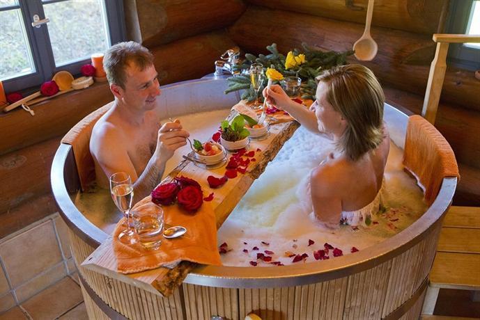 Hotel lamm mitteltal baiersbronn die g nstigsten angebote - Bain romantique ...