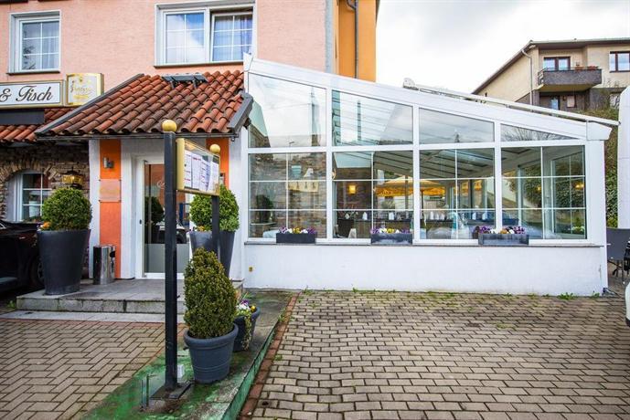 Langerfelder hof hotel wuppertal compare deals for Hotel wuppertal