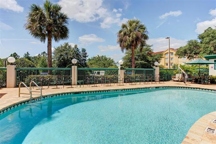 Wingate By Wyndham Tampa Usf Busch Gardens Compare Deals