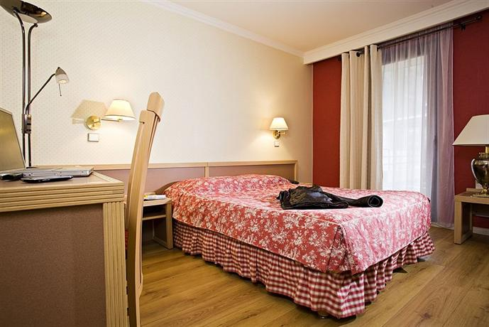 Logis amelie brides les bains compare deals for Logis hotel meuble emile rey