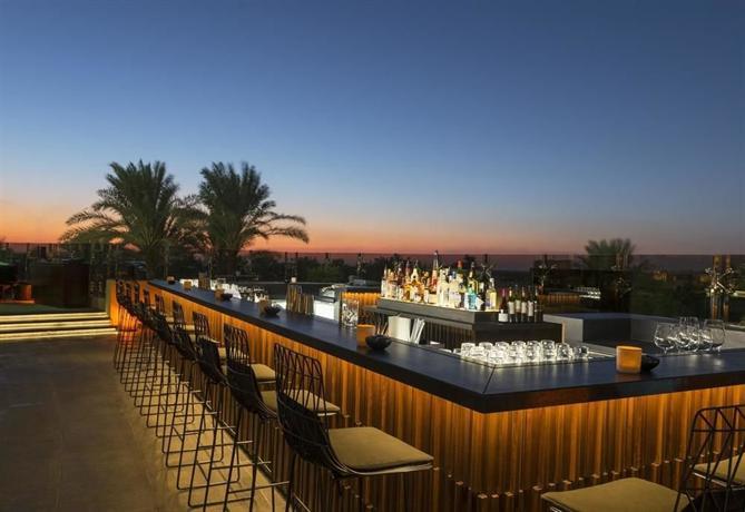 Le royal meridien beach resort spa dubai compare deals for Terrace bar menu