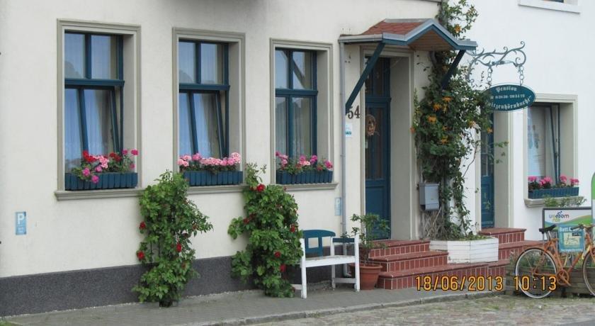 pension spitzenhornbucht hotel wolgast compare deals. Black Bedroom Furniture Sets. Home Design Ideas