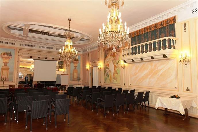 le grand hotel de valenciennes compare deals. Black Bedroom Furniture Sets. Home Design Ideas