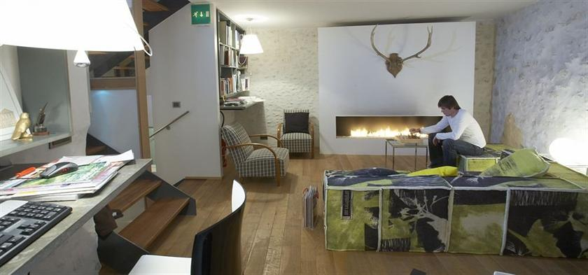Design hotel des francs garcons saint sauvant compare deals for Design hotel des francs garcons saintes