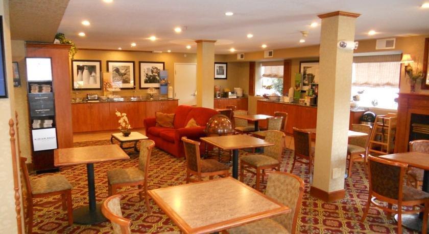 hampton inn portland clackamas compare deals. Black Bedroom Furniture Sets. Home Design Ideas