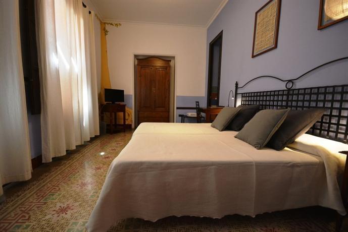 Casa de los azulejos cordoba compare deals for Hotel casa de los azulejos cordoba spain
