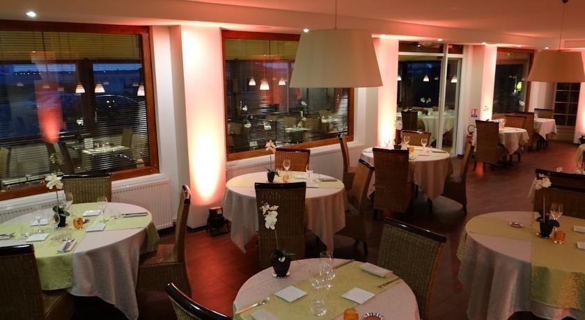 Hotel la chaloupe port des barques compare deals - Restaurant la chaloupe port des barques ...