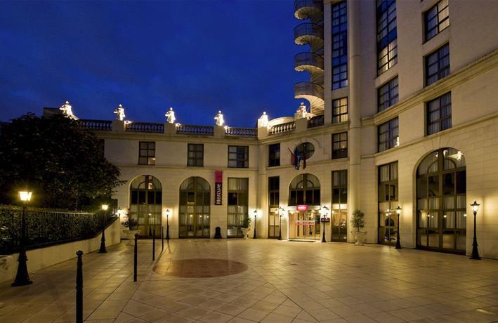 Mercure paris gobelins place d 39 italie compare deals - Piscine place d italie ...