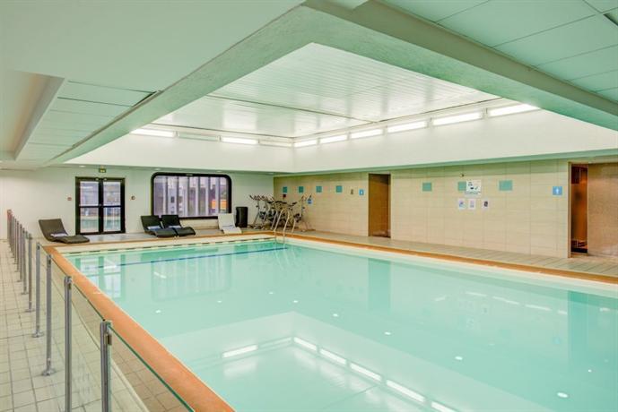 Novotel paris centre tour eiffel compare deals - Hotel novotel tour eiffel piscine ...