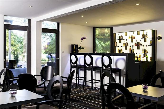 h tel ch teau de la tour cadillac aquitaine comparez les offres. Black Bedroom Furniture Sets. Home Design Ideas