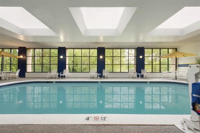 radisson hotel seattle airport compare deals. Black Bedroom Furniture Sets. Home Design Ideas
