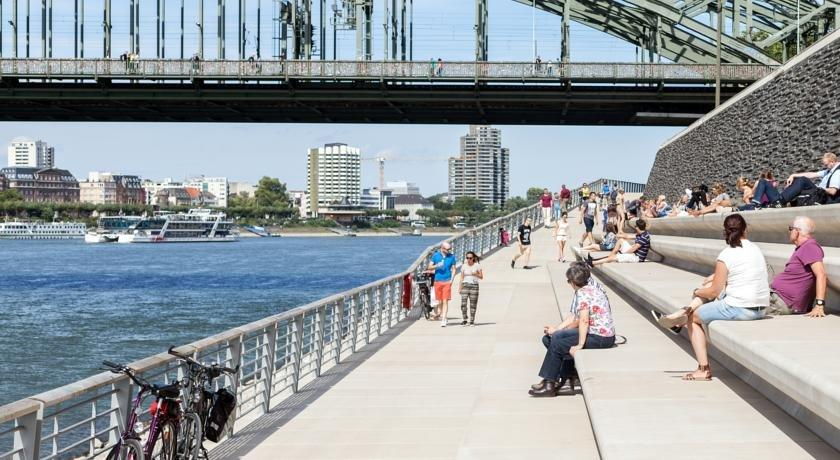Pension Am Helenenwall Koln Cologne Compare Deals