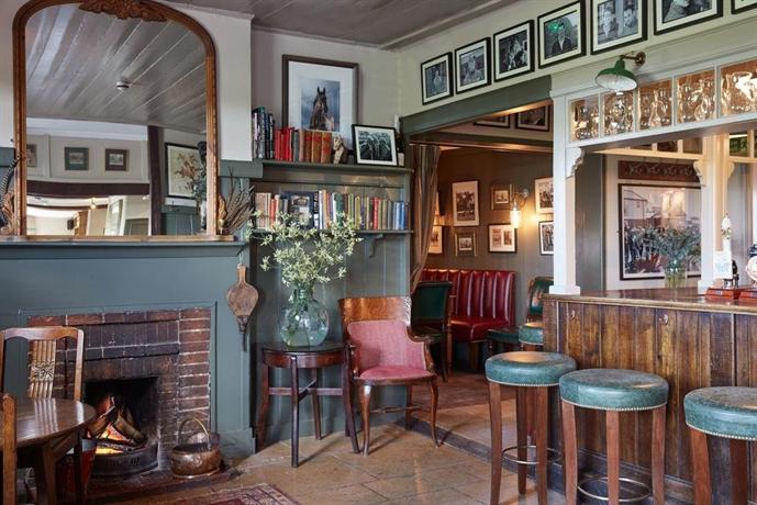 The pheasant inn hungerford great shefford compare deals for The pheasant pub london