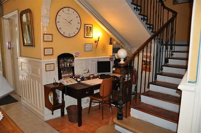 Hotel select salon de provence compare deals for Salon de provence