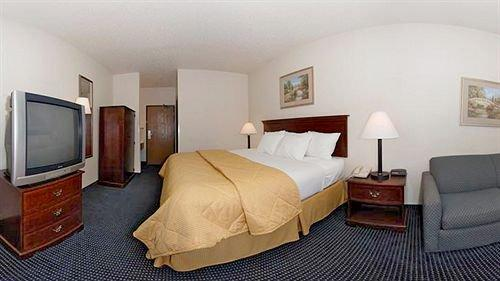 Quality Inn & Suites Delaware