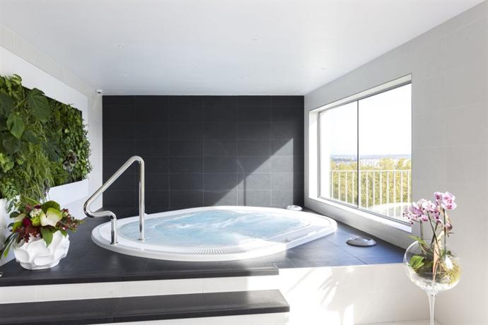 nemea appart 39 hotel residence concorde toulouse compare deals. Black Bedroom Furniture Sets. Home Design Ideas