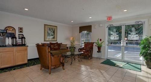 Crestwood Inntown Suites Fort Myers