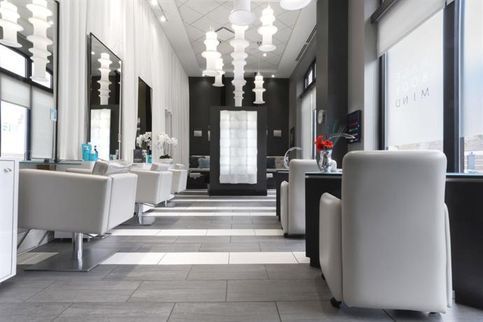 Hotel blackhawk autograph collection a marriott luxury for 5 star salon davenport
