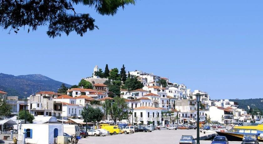 Hotel christina skiathos town compare deals for Skiathos town hotels