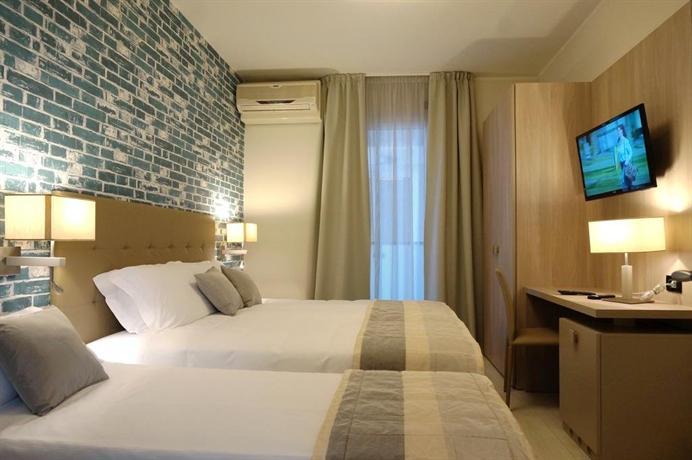 hotel monaco caorle die g nstigsten angebote. Black Bedroom Furniture Sets. Home Design Ideas