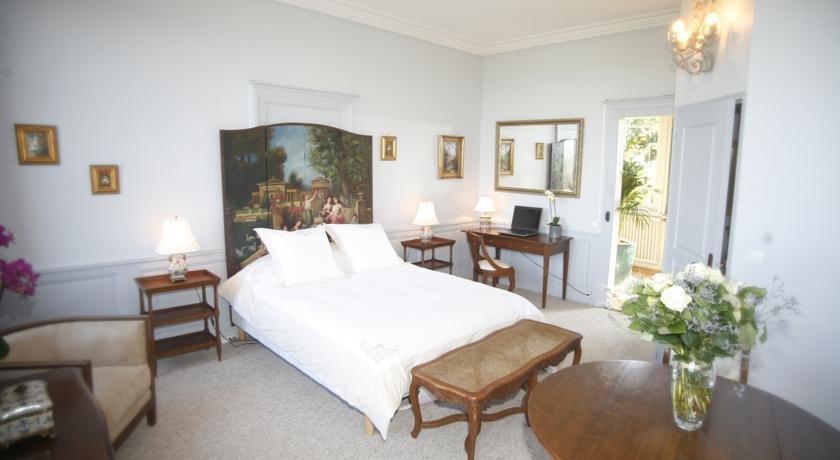 Chambres d'hotes Autour de la Rose, Honfleur  Compare Deals