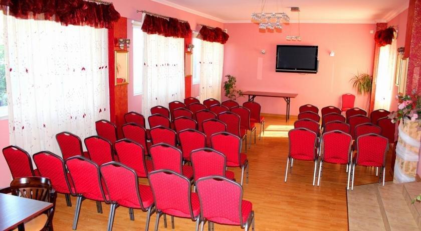 Hotel fus ozarow mazowiecki comparer les offres for Comparer les hotels