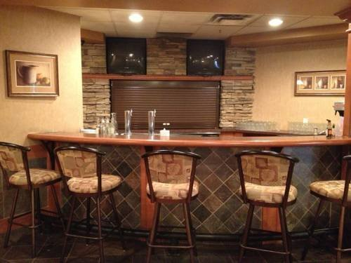 Rosslyn inn and suites edmonton compare deals for Best private dining rooms edmonton