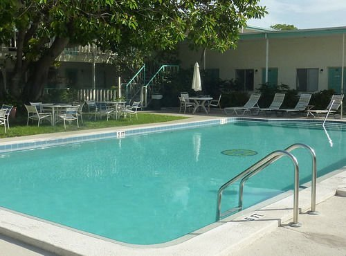 rooms to go tampa malibu resort motel redington compare deals 17001