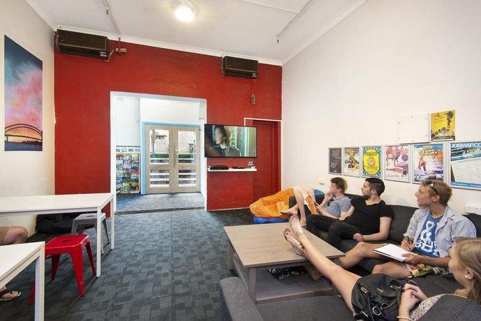 hump backpackers sydney compare deals. Black Bedroom Furniture Sets. Home Design Ideas