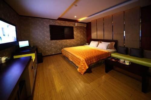 Guri Palace Hotel